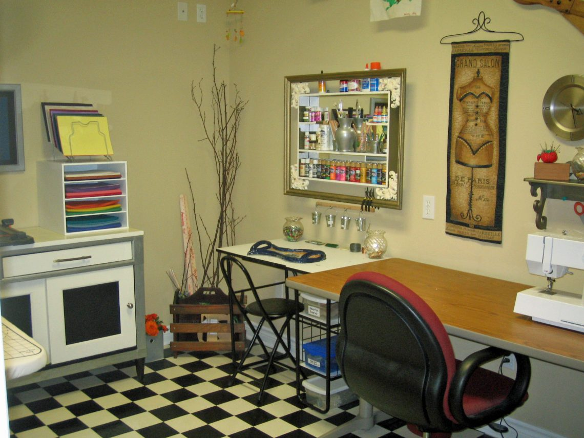 Craft room organization using recycled materials for for Recycled room decoration crafts