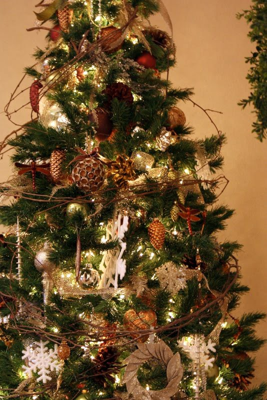 Rustic Christmas Tree Decorating Ideas | Rustic Crafts & Chic Decor