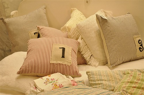 Shabby Chic Pillow Ideas : Shabby Chic Pillow Ideas - Rustic Crafts & Chic Decor - crafts, diy, decorating ideas - Rustic ...