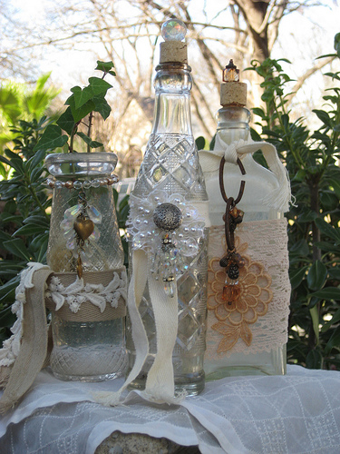 Vintage decor decorating with vintage bottles rustic - How to decorate old bottles ...