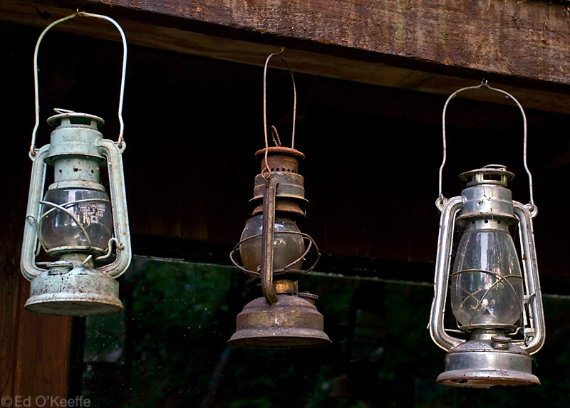 Using Old Lanterns In Rustic Decor Rustic Crafts Chic