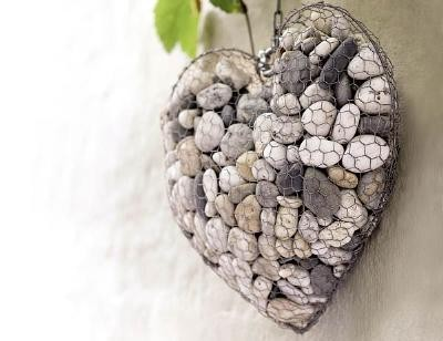 A round up of rock crafts for your favorite collection for Chicken wire craft ideas