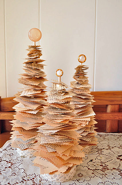 book page christmas tree craft