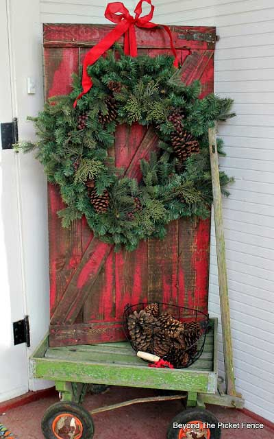 christmas barn door in wagon