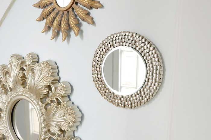 thumbtack mirror