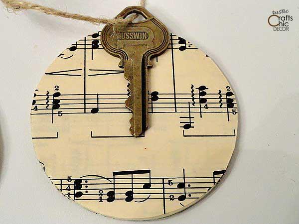 diy vintage key christmas ornament