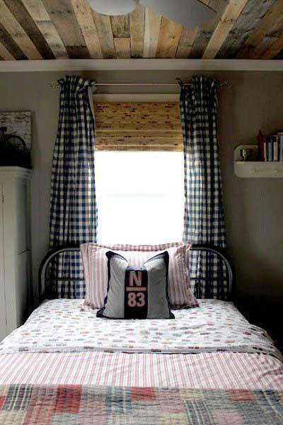 boys bedroom ideas - rustic pallet wood on ceiling
