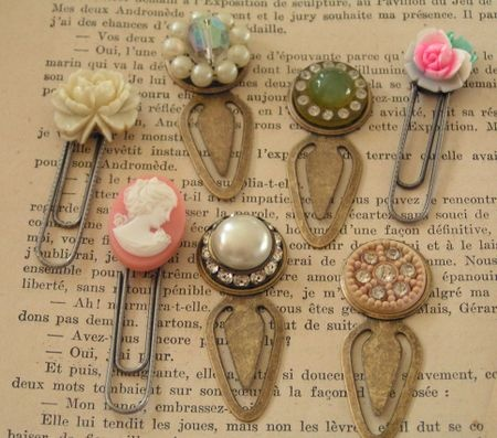 what to make with old jewelry - bookmark clip