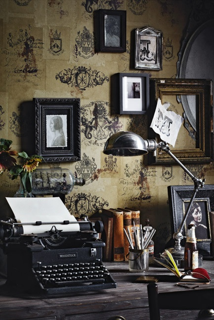 Decorating an office with vintage accessories rustic - Retro office desk ...