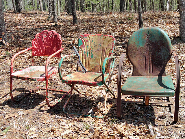 how to paint old rusty outdoor metal chairs rustic crafts chic. Black Bedroom Furniture Sets. Home Design Ideas