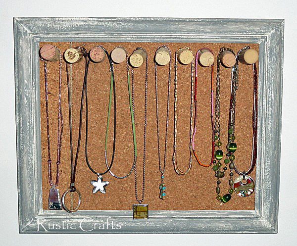 cork board jewelry holder by rustic-crafts.com