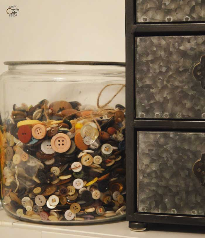 creative ideas to get organized - recycle jars for small storage