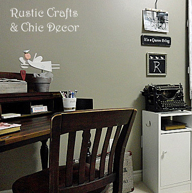 decorating with typewriters by rustic-crafts.com