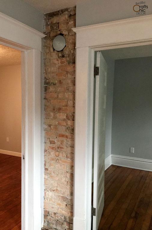 rustic chic decor DIY- expose a brick chimney