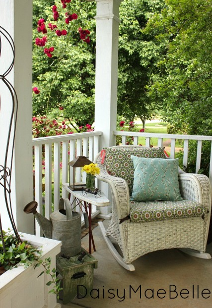 Deck and porch decorating ideas rustic crafts chic for Vintage outdoor decorating ideas