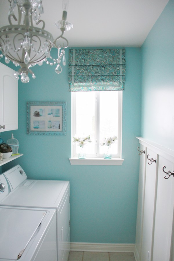 Chic ideas for decorating a laundry room rustic crafts for Decorate a laundry room