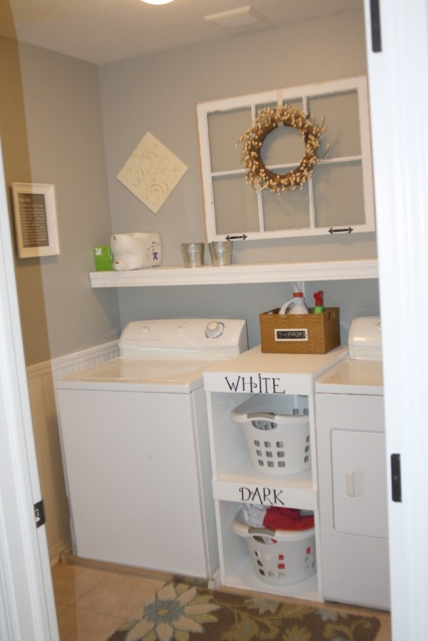 Chic ideas for decorating a laundry room rustic crafts for Laundry room shelving