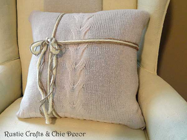 diy sweater pillow by rustic-crafts.com