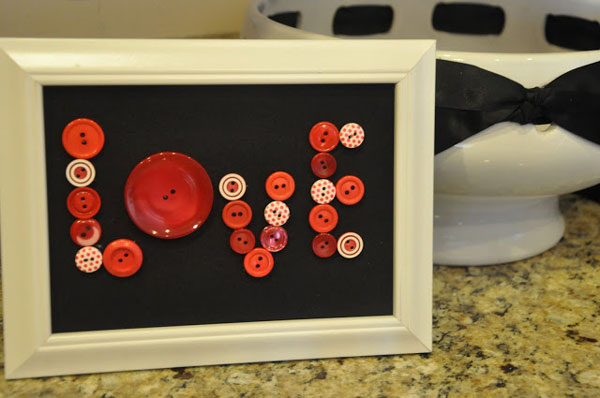 love button frame