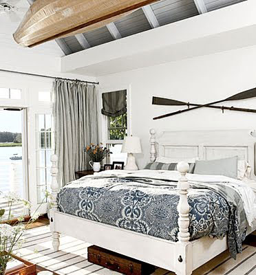 Vintage diy decorating with boat oars rustic crafts - Above the headboard decorating ...