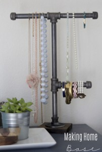plumbers-pipe-jewelry-display