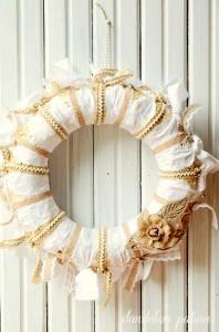 farmhouse-burlap-wreath
