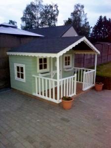 pallet-playhouse-house
