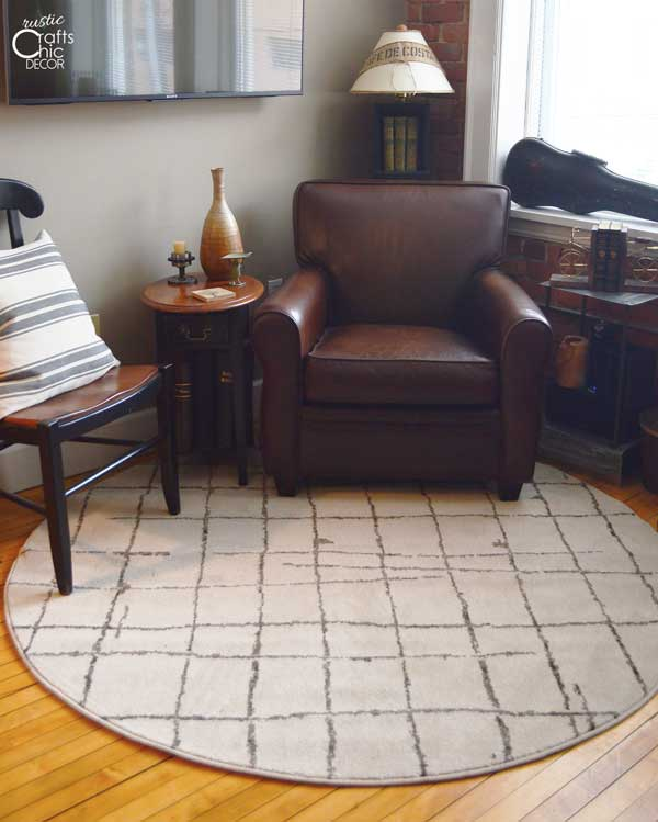 Area rugs to enhance rustic decor rustic crafts chic decor for Round area rugs for living room