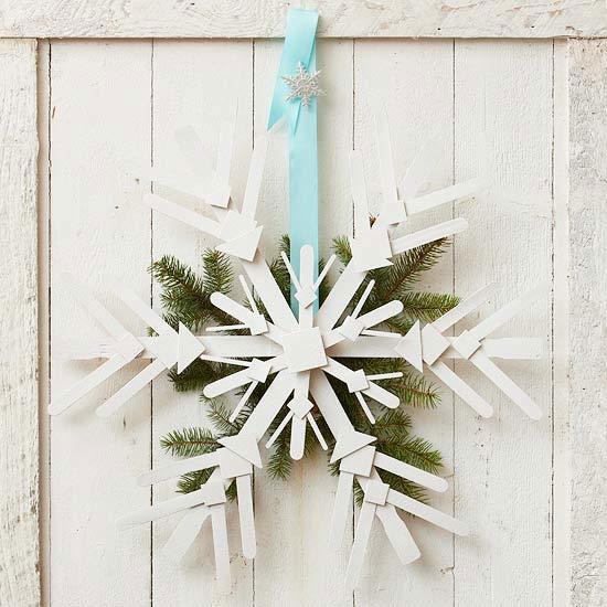 diy outdoor christmas decorations - snowflake wreath