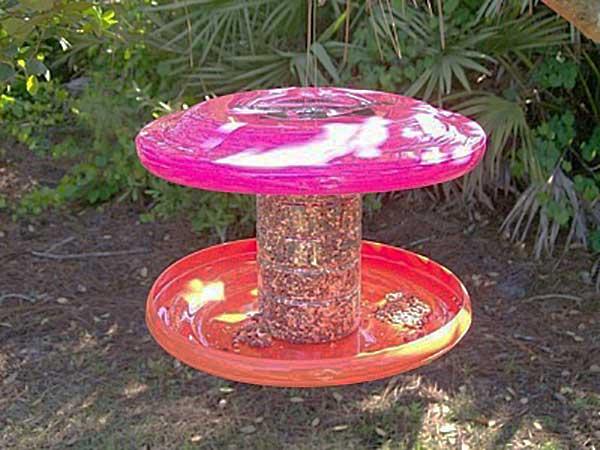 frisbee DIY bird feeder