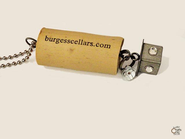mini gifts - wine cork keychain