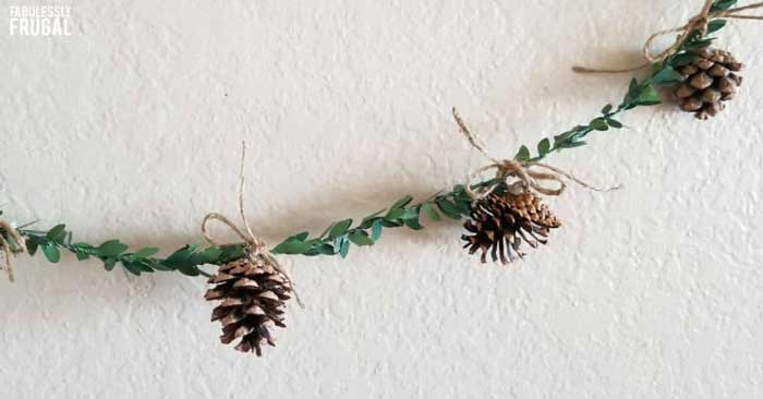 pine cone crafts Christmas garland