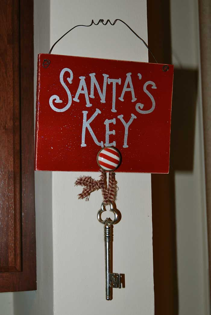 recylce keys - Santa's key Christmas decor