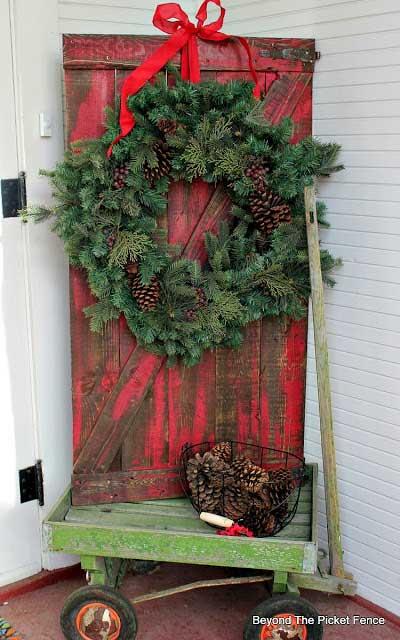 christmas barn door in wagon