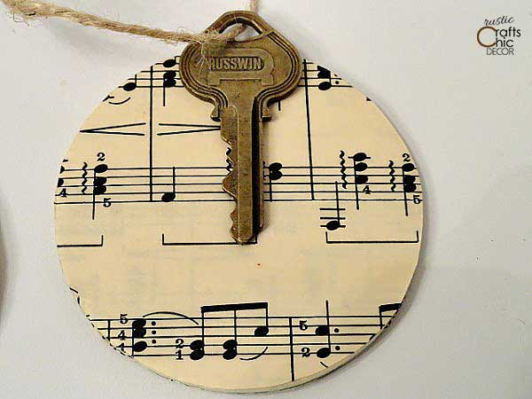 diy vintage key christmas ornament