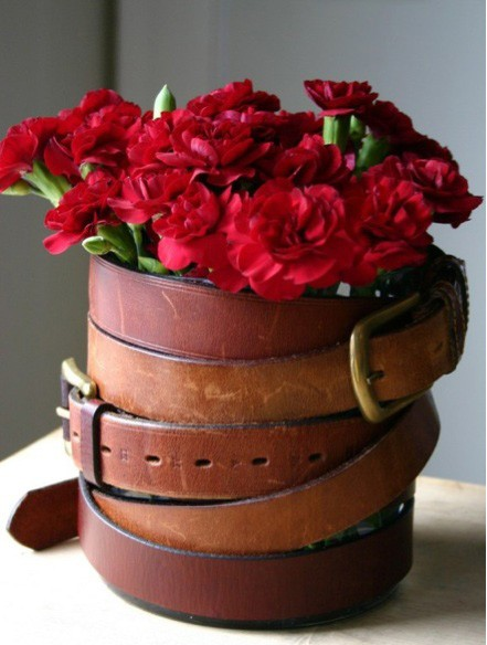 unusual crafts - vase made from old belts