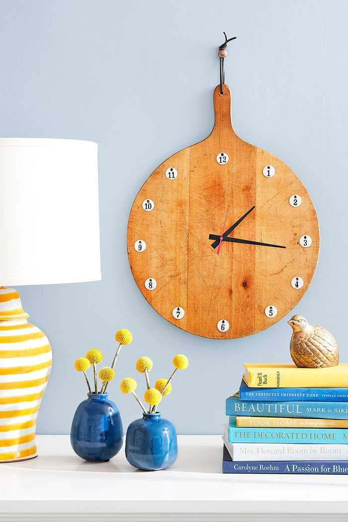repurposed cutting board clock