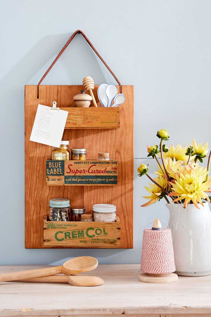 ways to repurpose - cutting board made into a rustic spice rack
