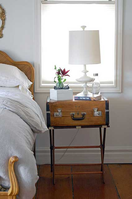 ways to repurpose - make a table from an old suitcase