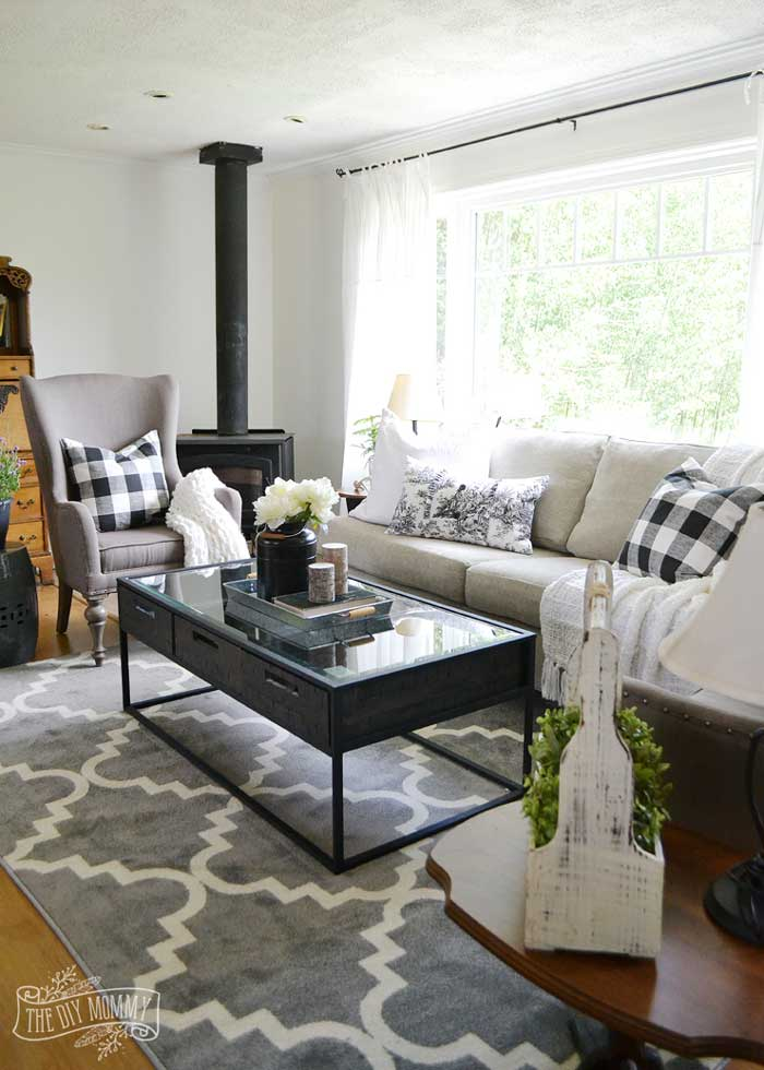 decorating in black and white - throw pillows