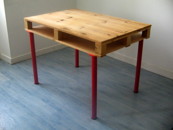 pallet desk designs - ikea legs added to a pallet