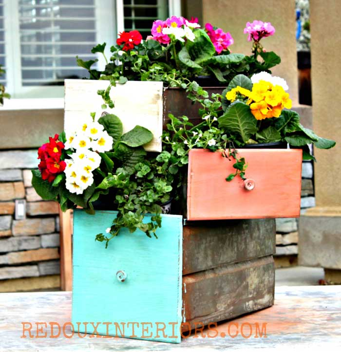 rustic garden ideas - old drawers for planters