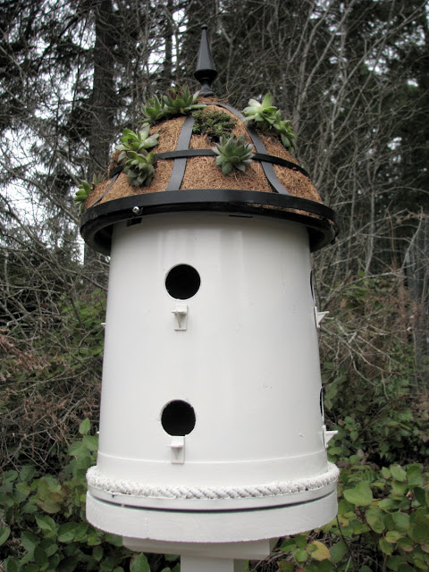 diy birdhouse ideas - plant bucket birdhouse