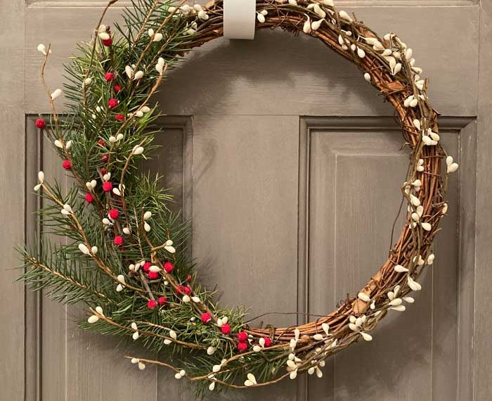 how to decorate a grapevine wreath feature