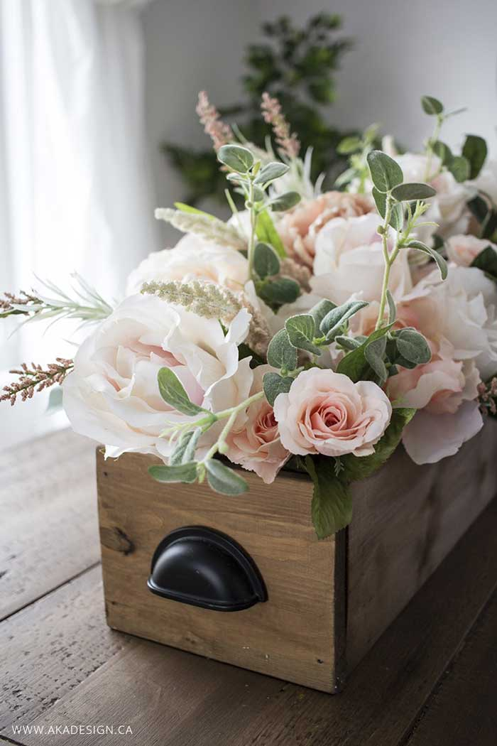 diy farmhouse crate centerpiece