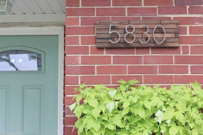 diy rustic farmhouse address plate decor