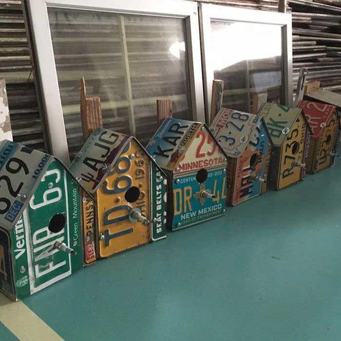 diy license plate birdhouse