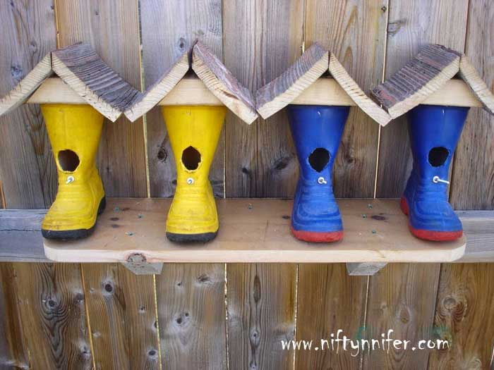 repurposed rubber boot diy birdhouse