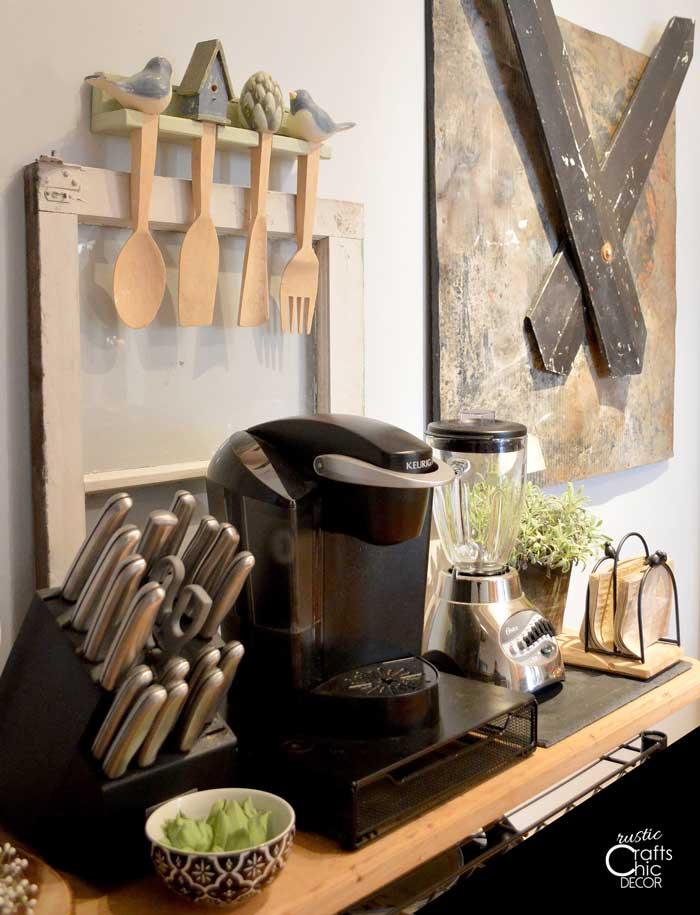 green kitchen decor accents
