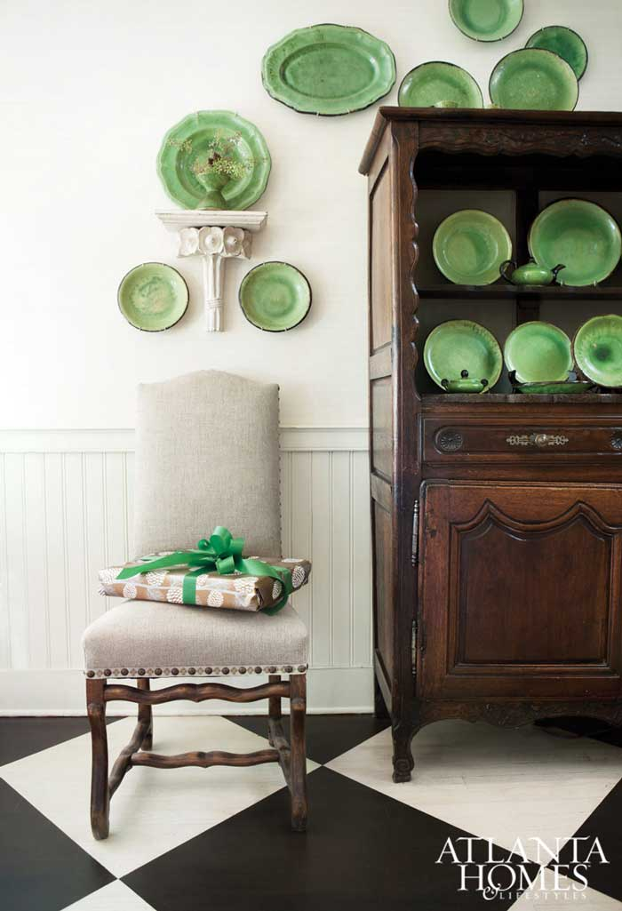 green accents on the wall